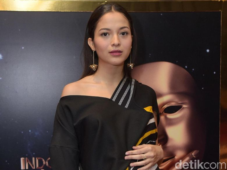Putri Marino menghadiri acara Indonesia Movie Awards di kawasan Kebun Jeruk, Jakarta Barat, Rabu (4/7). Foto: Pool/Noel/DetikFoto.