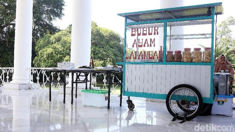 Gerobak Bubur Ayam Masuk Teras Istana Bogor