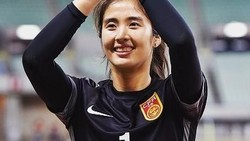 Tak semua wanita ingin menjadi pesepakbola. Tapi wanita cantik dan bertubuh tinggi ini lebih memilih sepakbola ketimbang menjadi model. Penasaran, siapa dia?