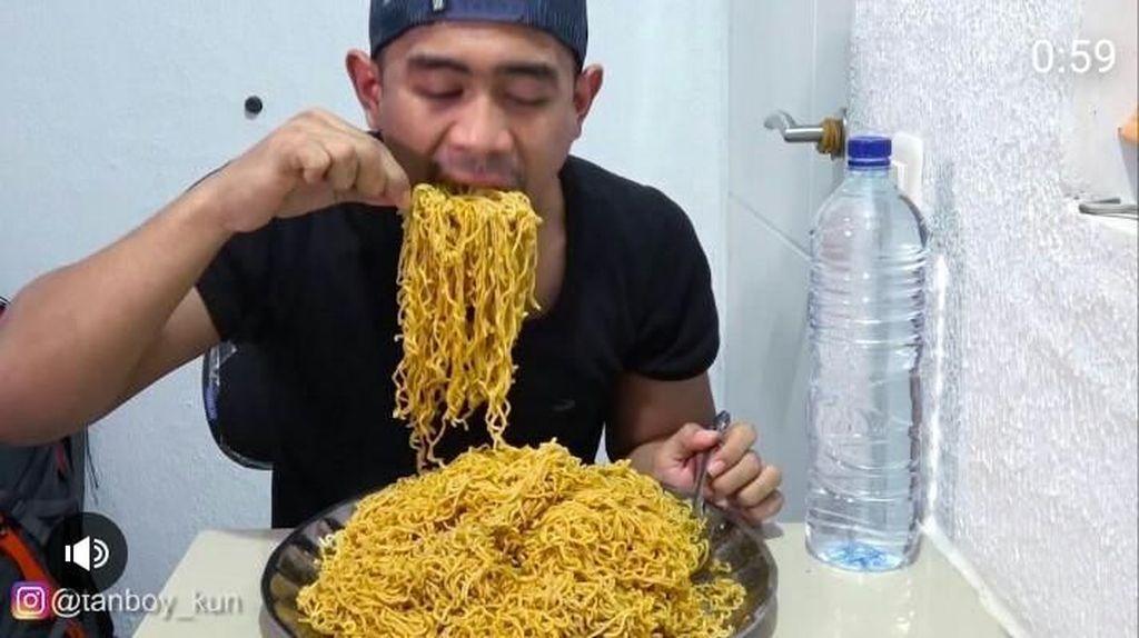 Makan Banyak Tapi Nggak Gampang Gendut, Ini Resep Raja Mukbang Indonesia