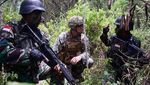 Foto: Marinir Tunjukkan Cara Bertahan Hidup di Hutan ke Tentara AS