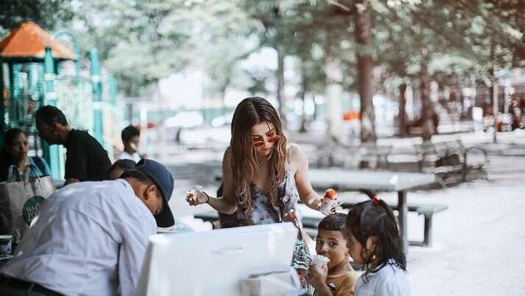 Ketahuan! Ini 10 Bukti Kalau Selena Gomez Doyan Es Krim hingga Cheetos