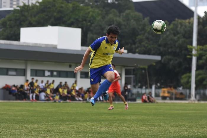 Mengintip laman Instagram-nya, Rizky menjadikan sepakbola sebagai alternatif olahraganya. Foto: Instagram/rizkyalatas