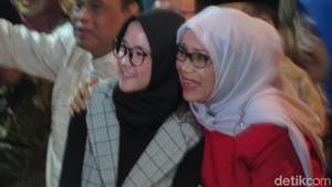Sabyan Gambus Foto Bareng Mufidah Kalla di Halalbihalal DMI