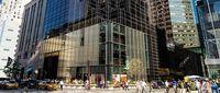 Gedung ini berlokasi sangat strategis di pusat bisnis New York (Trump Tower New York)