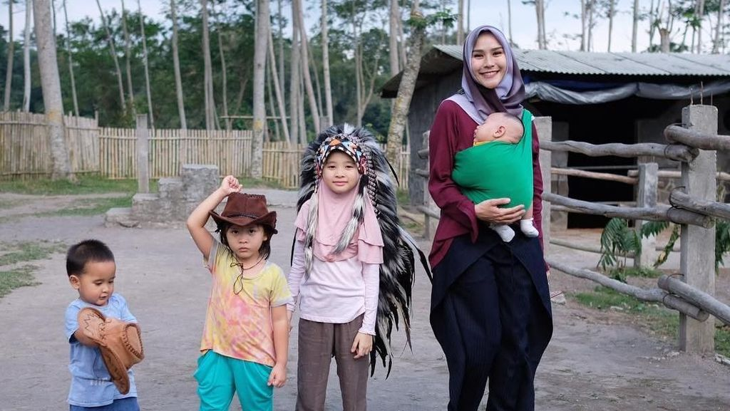 Cerita Zaskia Adya Mecca Jarang Belikan Mainan Anak-anaknya