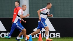 Vest khusus ini sepintas mirip sports bra. Para pemain sepakbola kerap memakainya saat latihan, termasuk Lionel Messi dan Cesc Fabregas.