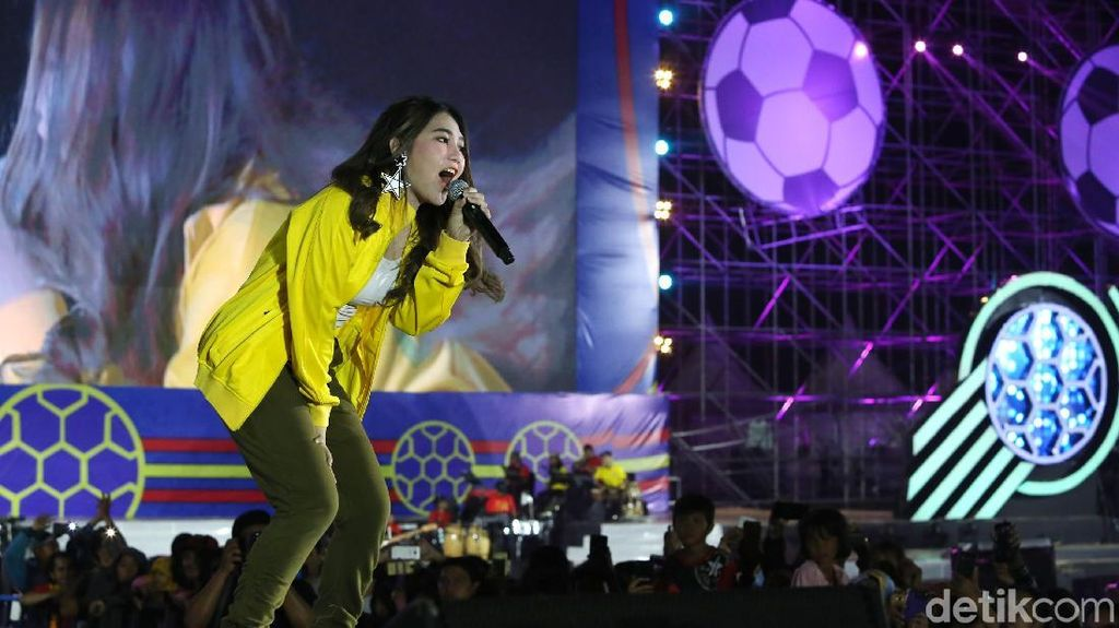 Tak Semua Kontra Via Vallen Lip Sync, Penyanyi Dunia Juga Melakukannya