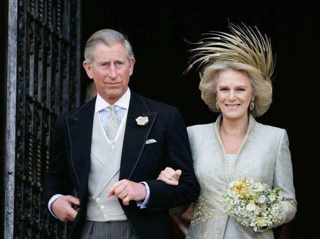 Saat Tunangan dengan Diana, Charles Kirim Pesan Rahasia ke Camilla