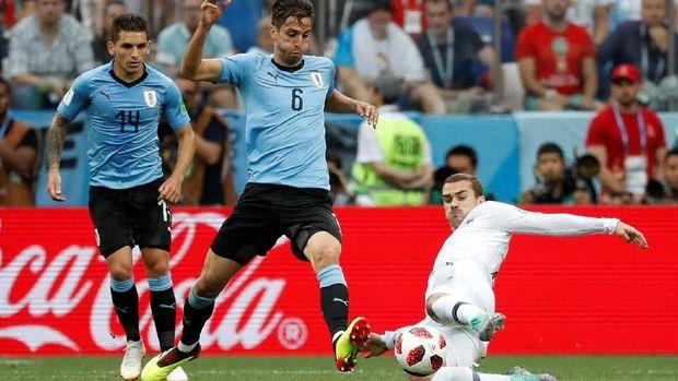Rodrigo Bentancur ikut membawa Uruguay menyingkirkan Portugal 2-1 di babak 16 besar Piala Dunia 2018.