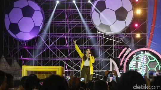 Penampilan Via Vallen Panaskan Nobar Piala Dunia 2018 di Sunburst BSD