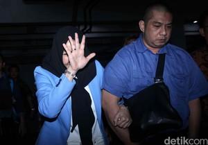 Tok! 10 Tahun Penjara untuk Bupati Rita