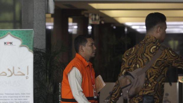 Berompi Oranye, Gubernur Aceh Dkk Diperiksa KPK