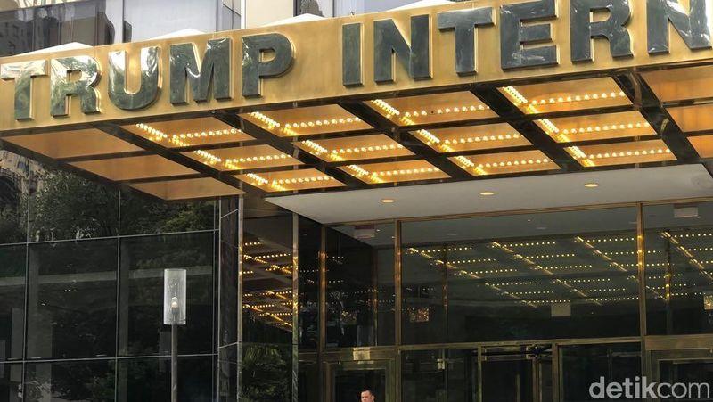 Selain foto-foto yang di-posting Gatot, ada satu foto yang beredar di media sosial dan grup-grup percakapan. Foto itu menampilkan Gatot mengenakan setelan jas sedang membawa koper di depan Trump Tower. Namun, tak ada keterangan soal foto itu (dok twitter/@Nurmantyo_Gatot)