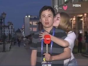Reporter Pria Dicium Dua Wanita Saat Siaran Piala Dunia Picu Kontroversi