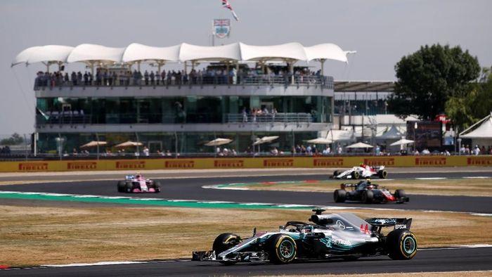 Formula One F1 - British Grand Prix - Silverstone Circuit, Silverstone, Britain - July 6, 2018   Mercedes Lewis Hamilton during practice   REUTERS/Andrew Yates