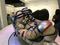 Pakaian yang dikenakan astronot Rusia saat di luar angkasa (M Resha Pratama/detikTravel)