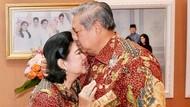 10 Gaya Kompak Ani Yudhoyono dan SBY, So Sweet Banget