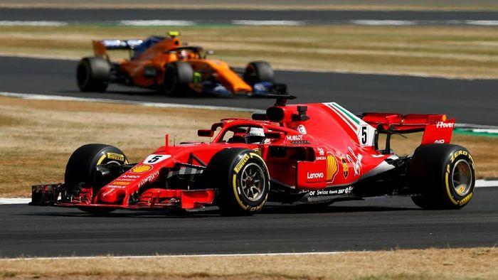 Sebastian Vettel menjadi pebalap tercepat di latihan bebas kedua GP Inggris setelah mengungguli duo Mercedes. (Foto: Andrew Yates/Reuters)