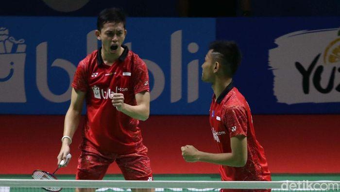 Fajar/Rian menghadapi Kevin/Marcus di semifinal Indonesia Open 2018. (Foto: Agung Pambudhy)