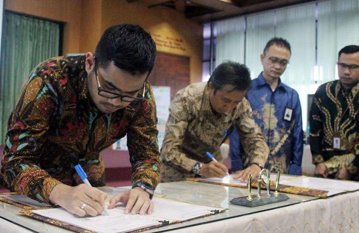 PT CNI ini adalah salah satu perusahaan tambang berskala nasional yang tengah membangun pabrik pemurnian (Smelter) Nikel di Kabupaten Kolaka, Sulawesi Tenggara (Sultra) yang baru beroperasi diakhir 2017, dengan wilayah IUP seluas 6.785 hektar sudah menyerap tenaga kerja sekitar 900 orang yang 70 persen nya merupakan tenaga kerja lokal setempat. CNImenjadi pelanggan terbesar PLN di Indonesia Timur. Foto: dok. PLN
