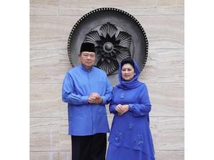 Desainer Anne Avantie Kenang Pelukan Hangat Ani Yudhoyono