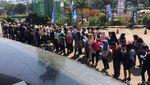Ratusan Pelamar Kerja Berburu Lowongan di Akhir Pekan