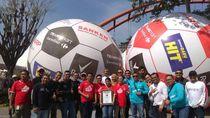 6 Bola Raksasa Transmart Carrefour Sukses Pecahkan Rekor Muri