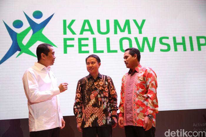 Founder Kahmipreneur, Kamrussamad (kiri), berbincang dengan Wakil Rektor IV Universitas Muhammadiyah Yogyakarta (UMY), Hilman Latief dan Ketua KAUMY DKI Jakarta, Numan Iskandar, disela peluncuran Kaumy Fellowship, di Jakarta, Sabtu (7/7/2018). Dok.Kahmi