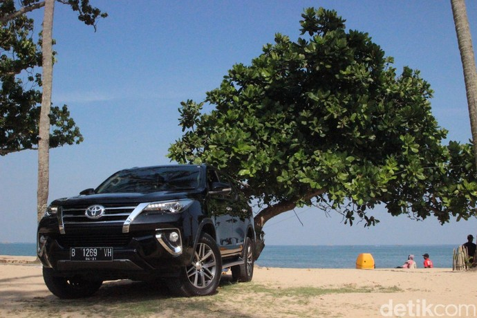 Toyota Fortuner menjadi mobil terlaris buatan Indonesia di luar negeri dengan 22.957 unit. Kebanyakan mobill ini dikirim ke Timur Tengah. Foto: M Luthfi Andhika