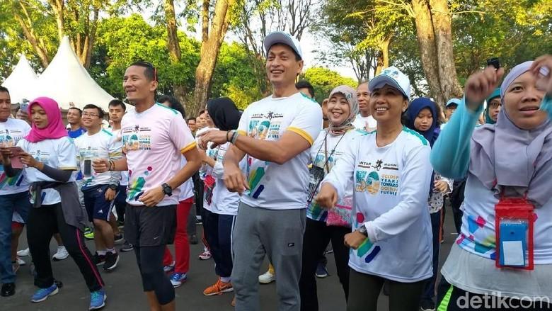 Sandiaga dan Menteri BUMN Buka Antam Gold Run 5.0 di TMII
