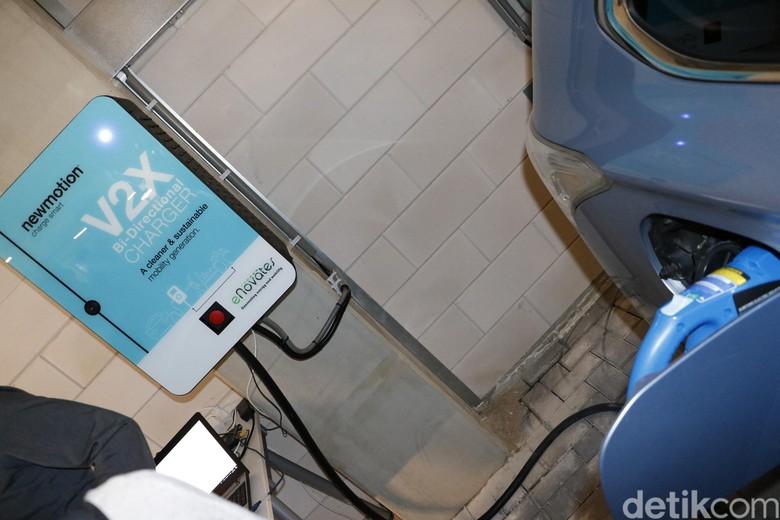 Fasilitas Pengisian Baterai Mobil Listrik di Amsterdam. Foto: M Luthfi Andika