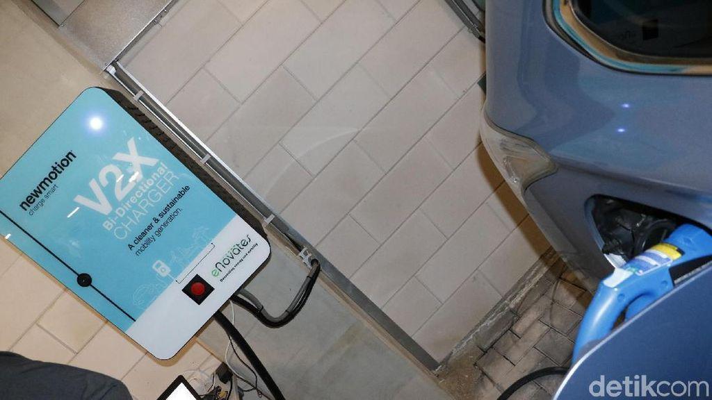 Melihat Fasilitas Pengisian Baterai Mobil Listrik di Amsterdam