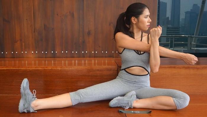 Saran Banyu Bening buat pemula pakai resistance band yang biasa digunakan untuk latihan pengencangan otot atau kekuatan/Foto: Frieda Isyana Putri/detikHealth