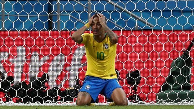 Neymar gagal mempersembahkan prestasi untuk timnas Brasil di Piala Dunia 2018.