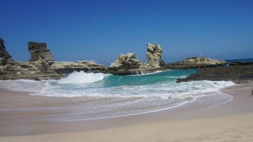Pantai Klayar, Keindahan Tersembunyi di Balik Bukit