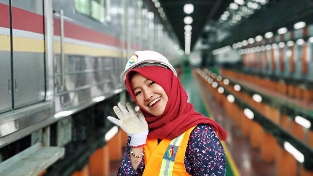 Terpukau Pesona Tiara, Masinis Cantik MRT Jakarta yang Bikin Jatuh Hati