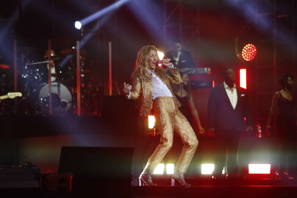 Celine Dion konser di Sentul International Convention Center.