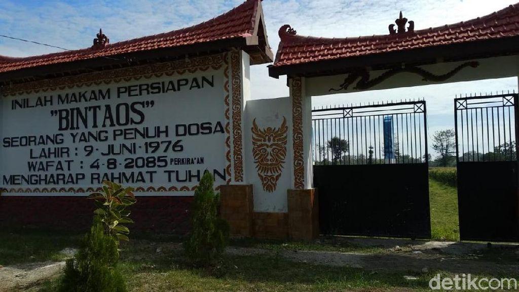 Fakta-fakta Nisan Raksasa Rp 150 Juta di Probolinggo