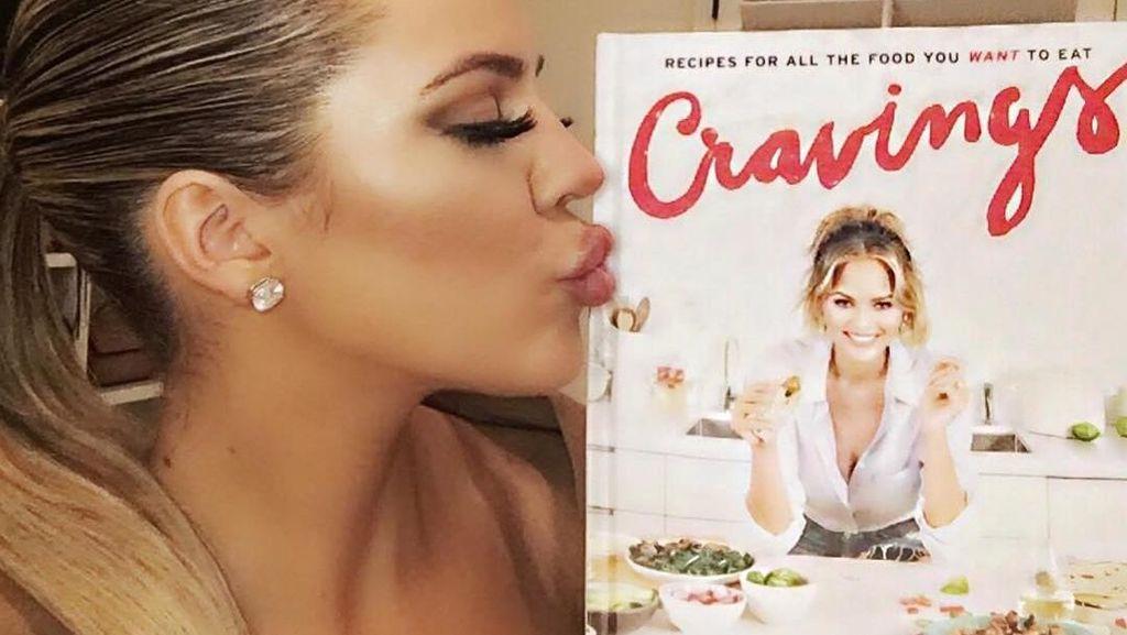 Mengintip 10 Momen Hot Mama Khloe Kardashian Bersama Makanan