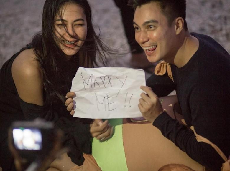 Foto: Baim Wong dan Paula Verhouven (dok. Booking.com)