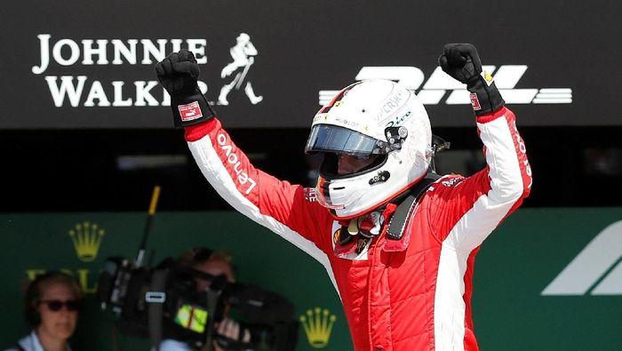 Driver Ferrari Sebastian Vettel memenangi balapan Formula 1 2018 di Sirkuit Silverstone, Minggu (8/7/2018). (Foto: Matthew Childs/Reuters)