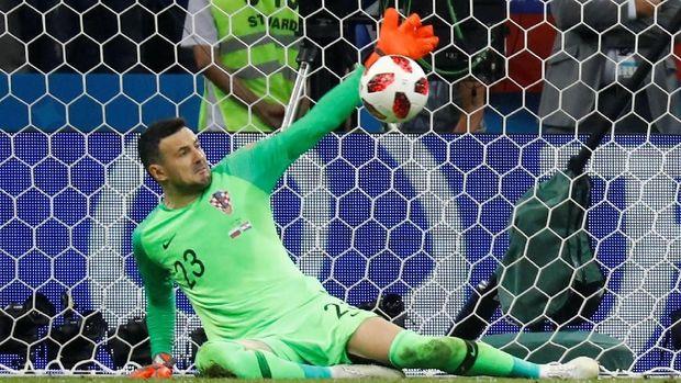 Danijel Subasic jadi pahlawan Kroasia dalam dua duel adu penalti.