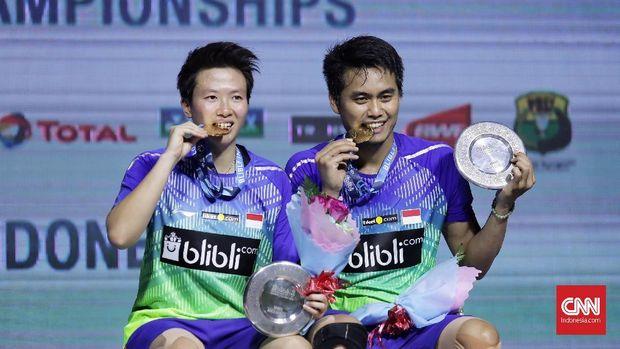 Tontowi Ahmad/Liliyana Natsir merebut gelar Indonesia Open pertama mereka.
