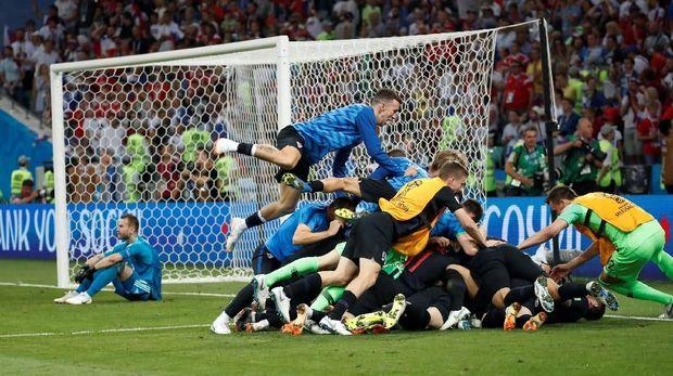 Kroasia merayakan keberhasilan ke semifinal Piala Dunia 2018.