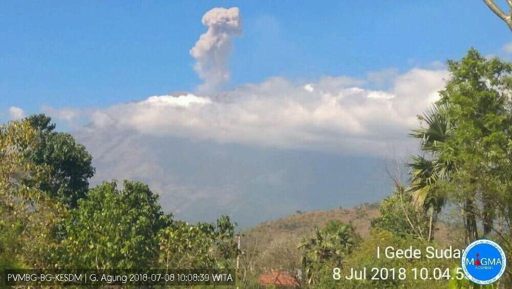 Gunung Agung Batuk Lagi Setelah 36 Jam Tanpa Erupsi