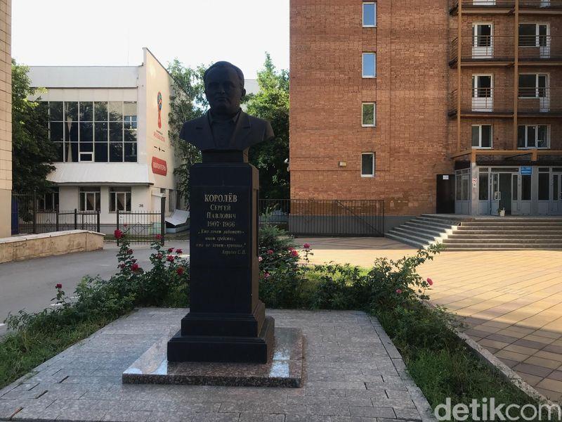 Ini adalah Monument of Sergey Korolev, ahli penerbangan dan luar angkasa. Banyak turis baru tahu, Samara adalah kota pengembangan teknologi ruang angkasa Rusia (Resha/detikTravel)