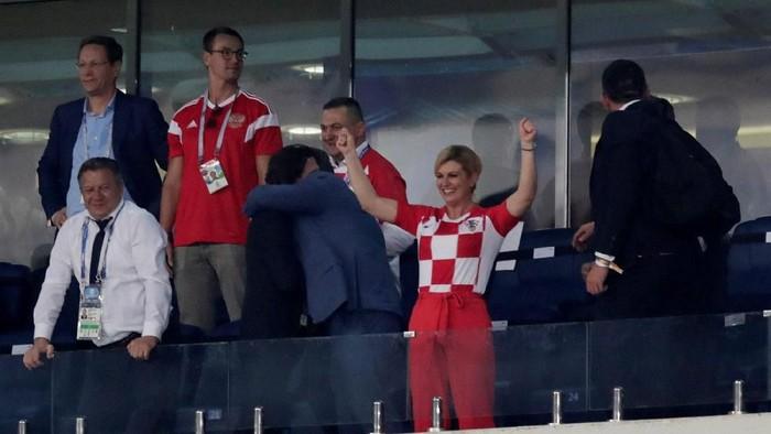 Presiden Kroasia memberikan dukungan pada timnas di Piala Dunia 2018 (Foto: REUTERS/Henry Romero)