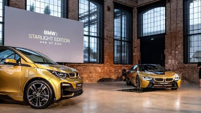 BMW i8 dan i3 bersepuh emas (Foto: BMW Ceko)