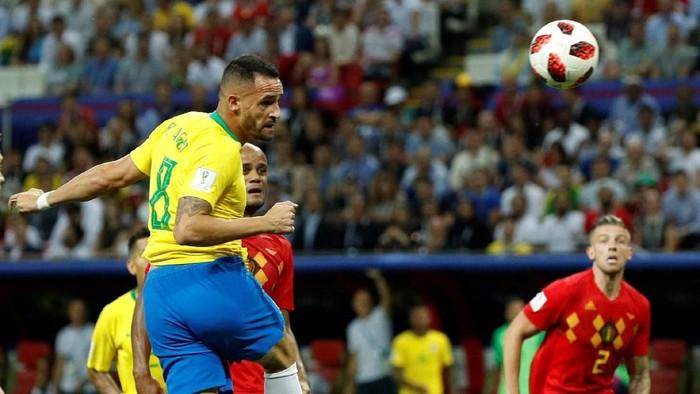 Gol lewat sundulan kepala (Foto: Reuters)